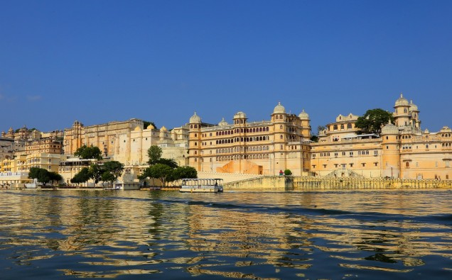 02 Lakeside view of The City Palace, Udaipur