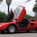 1977_Lamborghini_Countach_doors_open-large_trans++15XUfPwoY7svuJOpueeorT0aesusvN1TE7a0ddd_esI