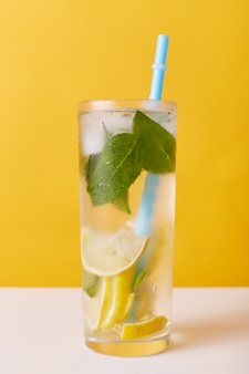 homemade-refreshing-cold-summer-lemonade-drink-with-lemon-slices-mint-ice_176532-10728
