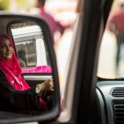 pink-taxis-pakistan-01